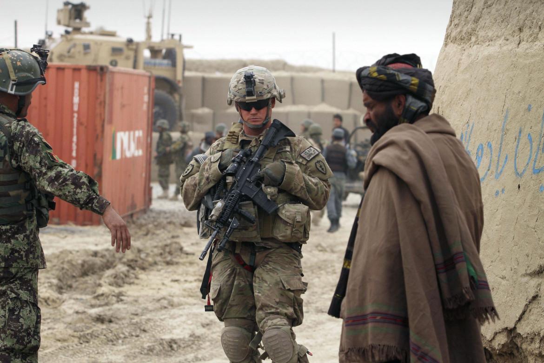 Davanti alla base Usa di Panjwai, Kandahar