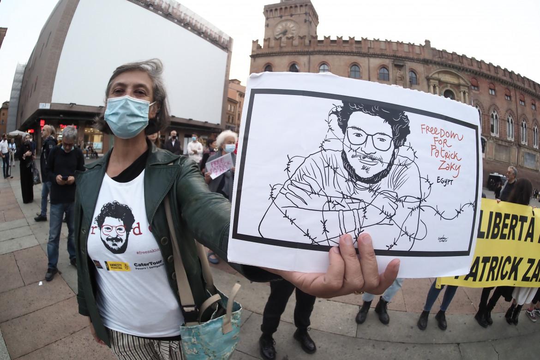 Il presidio di Amnesty International a Bologna, alla vigilia della seconda udienza del processo a Patrick Zaki