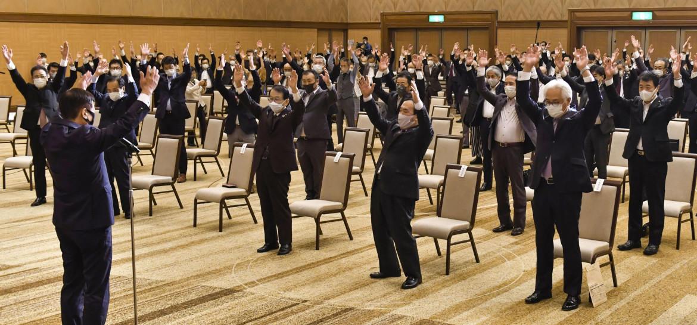 Il festeggiamento a Fukushima dei sostenitori di Kishida