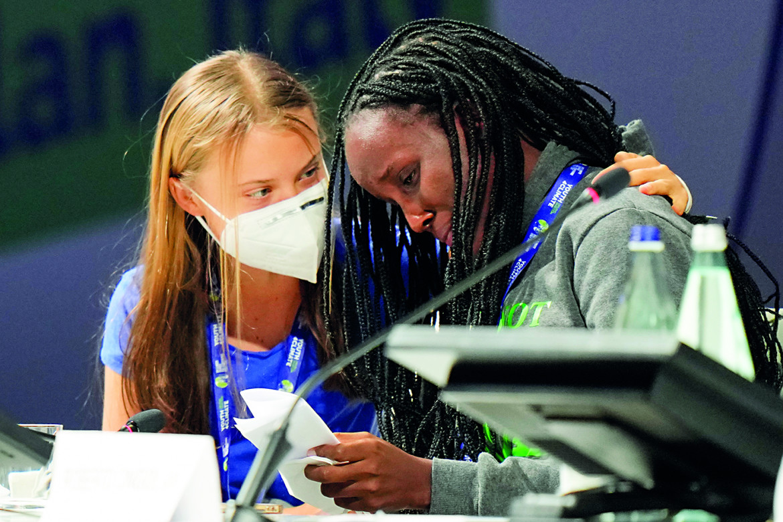 Greta Thunberg e la ugandese Vanessa Nakate ieri a Milano