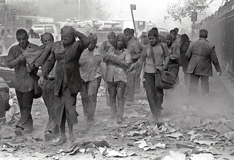 Cittadini in fuga dopo il crollo delle Torri l'11 settembre 2001