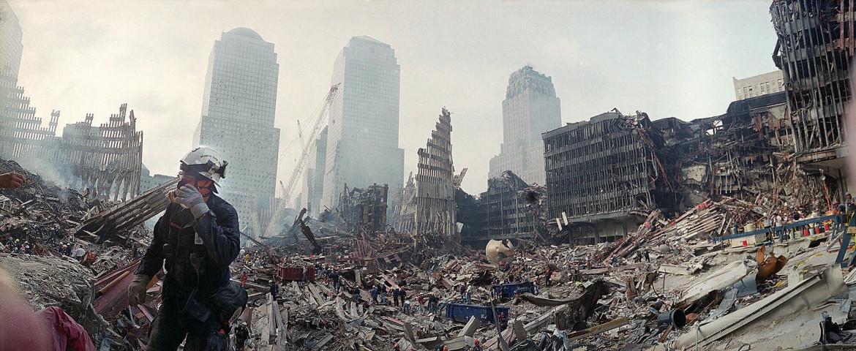 Le macerie del World Trade Center dopo l'attentato dell'11 settembre 2001