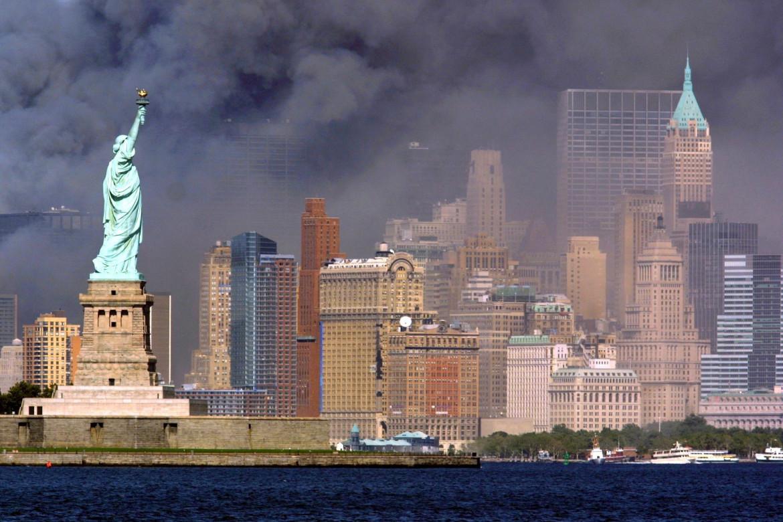 11 settembre 2001, il crollo delle Twin Towers a Manhattan