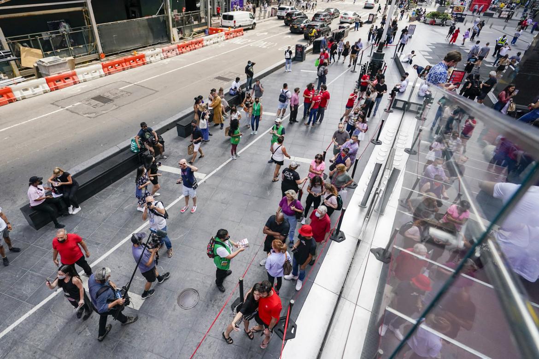 TKTS, la sala biglietti di Times Square, martedì 14 settembre, giorno delle riaperture teatrali (AP Photo/Mary Altaffer)
