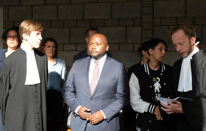 Mpanzu Bamenga in tribunale dopo la sentenza a favore della polizia