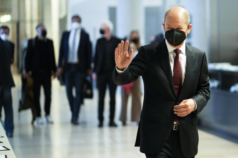 Olaf Scholz entra al Bundestag