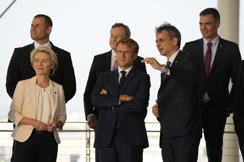Ursula von der Leyen all'Euro Med summit con Kyriakos Mitsotakis,  Emmanuel Macron, Robert Abela, Mario Draghi e Pedro Sánchez