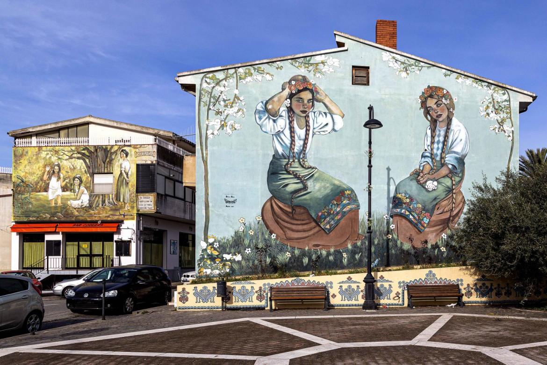 Carbonia, murales di Diana Serbariu in piazza della Memoria