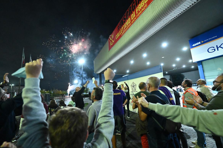 La festa di due giorni fa davanti ai cancelli della Gkn