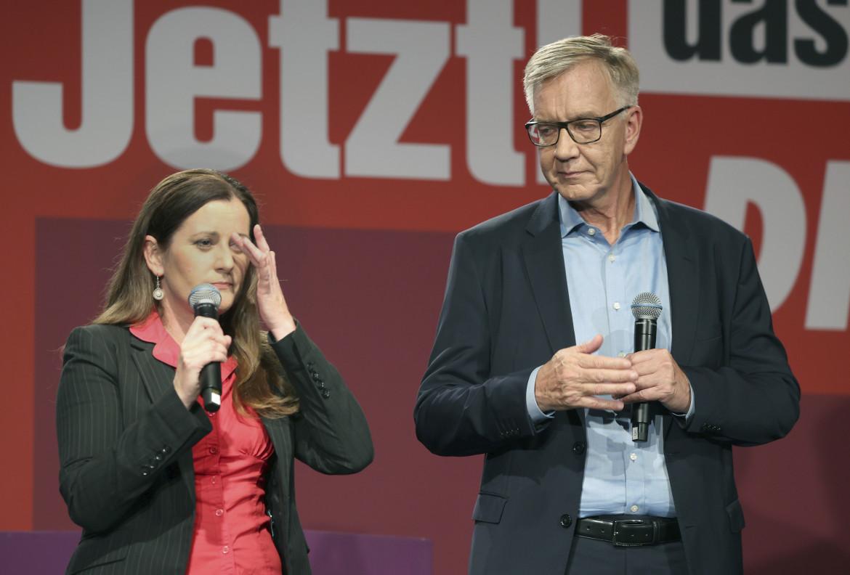 La co-leader della Linke Janine Wissler con il deputato  Dietmar Bartsch