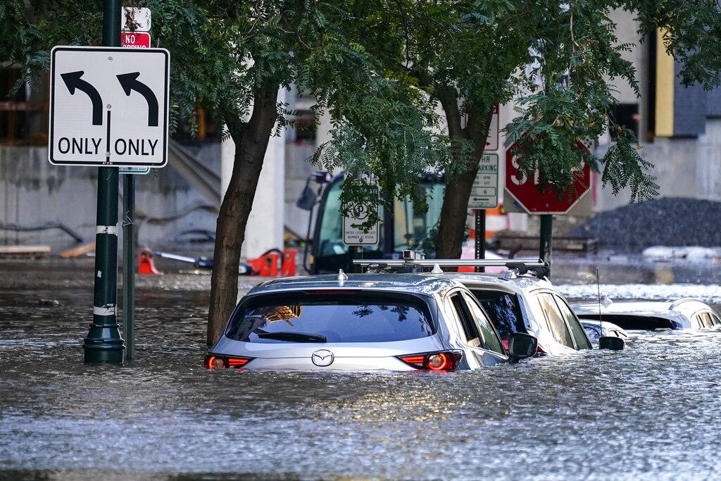 Macchine a Philadelphia durante l'inondazione