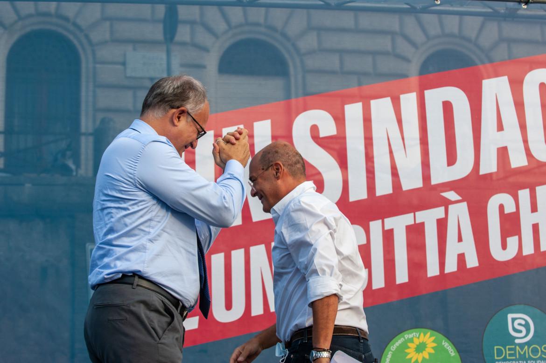 Roberto Gualtieri e Nicola Zingaretti in piazza a Roma