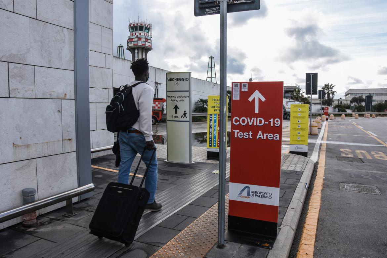 Tamponi rapidi all'aeroporto di Palermo