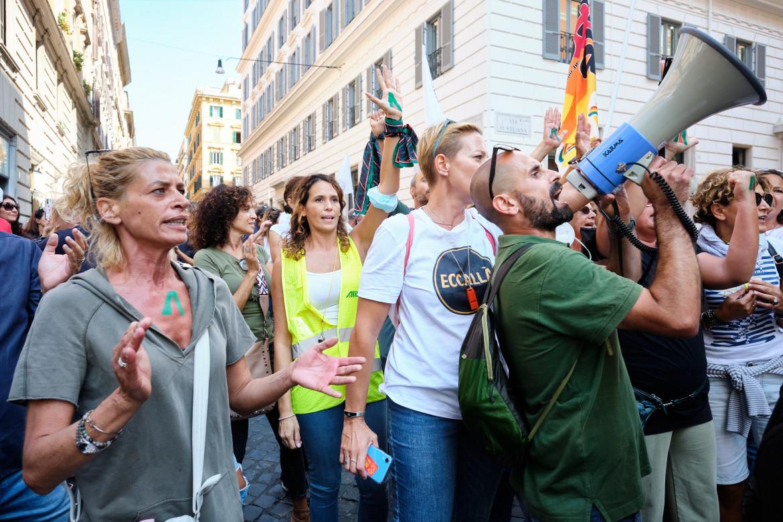La protesta dei lavoratori Alitalia in corteo