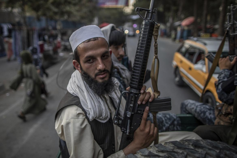Miliziani talebani pattugliano le strade di Kabul