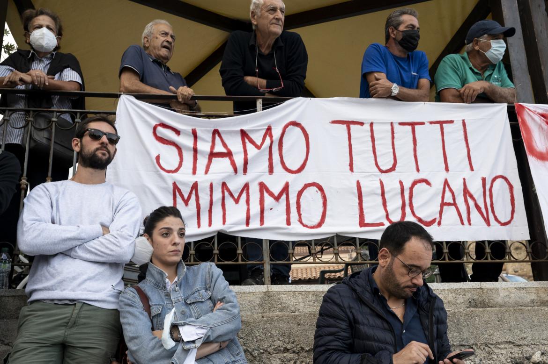 In solidarietà a Mimmo Lucano