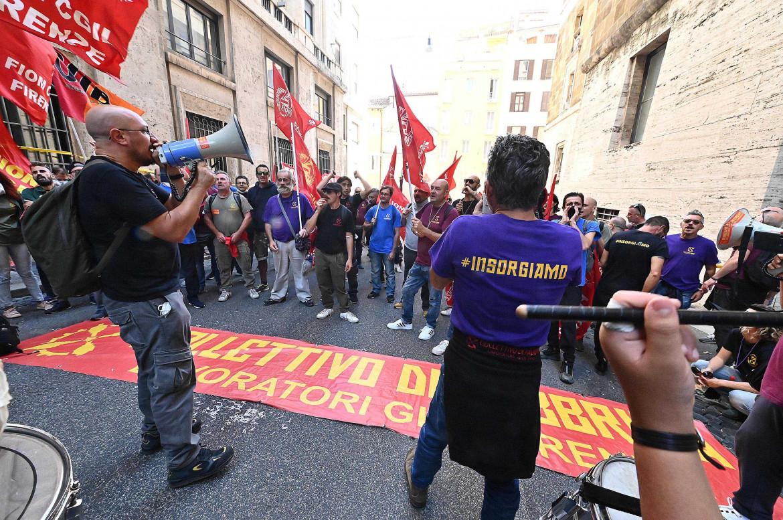 Gkn, proteste contro i licenziamenti