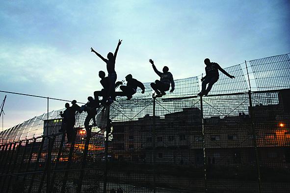 Il muro di Ceuta costruito per bloccare gli arrivi in Spagna