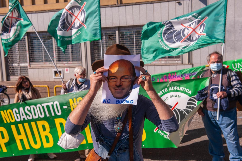 Protesta davanti al Ministero della Transizione ecologica