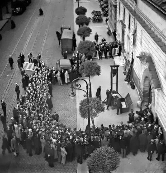 Giugno 1939, ultima esecuzione pubblica in Francia. Il ghigliottinato di stato in quell'occasione fu Eugen Weidmann, poi si proseguì a porte chiuse. Fino all'abolizione nel 1981
