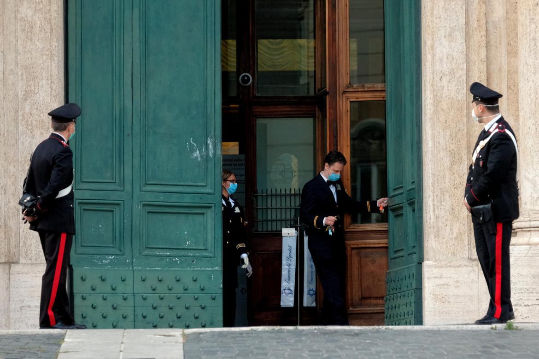 Piazza Monte Citorio, chiusura del portone della Camera dei Deputati