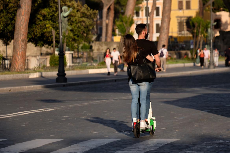 Monopattini nelle strade romane