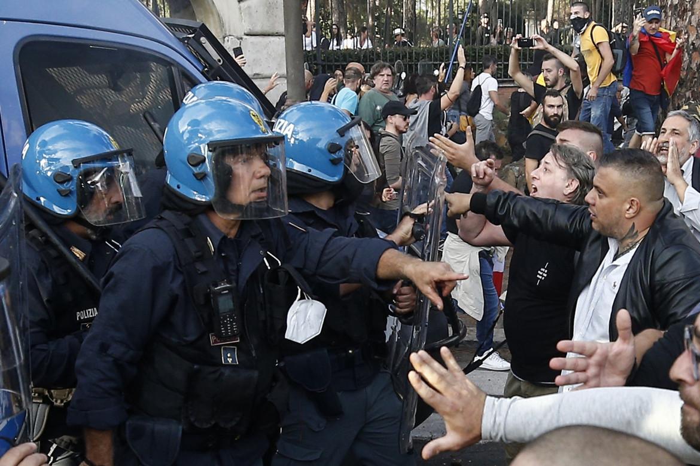 Il capo romano di Forza Nuova Castellino durante gli scontri di sabato scorso a Roma