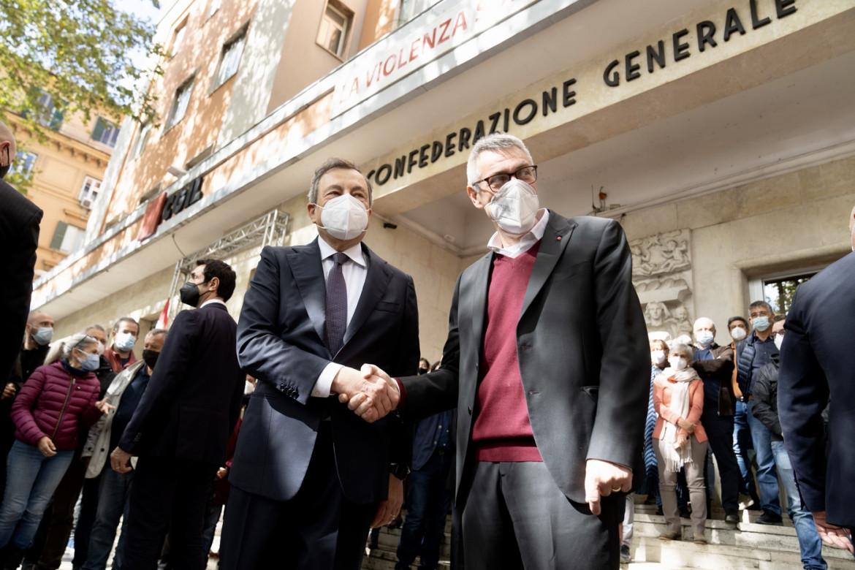 Maurizio Landini alla sede Cgil con il premier Mario Draghi