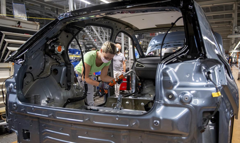 La catena di montaggio della Volkswagen di Wolfsburg