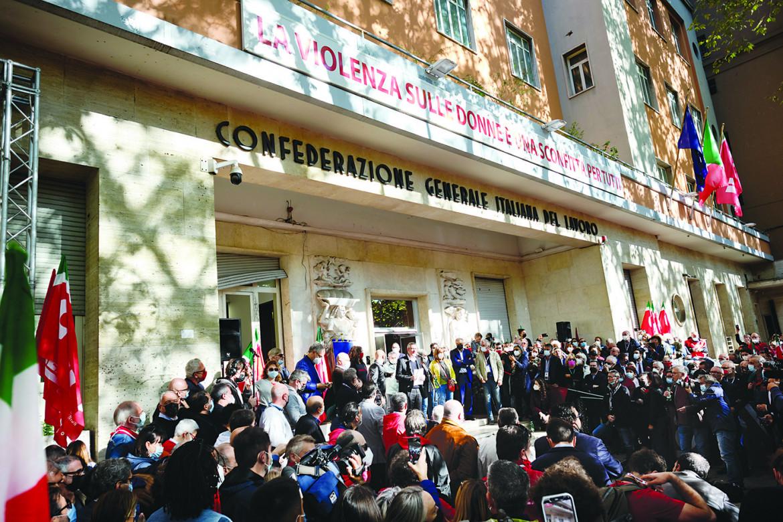 Presidio Cgil in Corso Italia a Roma
