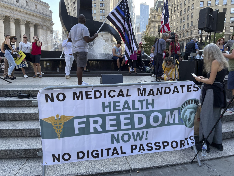 Protesta contro l'obbligo vaccinale per gli insegnanti di New York