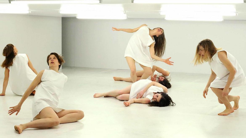 Una scena da «Saison Sèche» di Phia Ménard