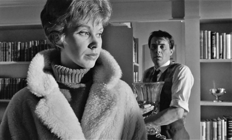 Wendy Craig e Dirk Bogarde nel film di Joseph Losey Il servo (The Servant), Regno Unito, 1963