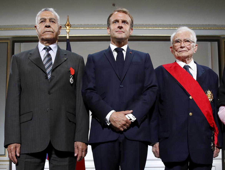 Parigi, 20 settembre 2021. All'Eliseo Macron rende onore agli