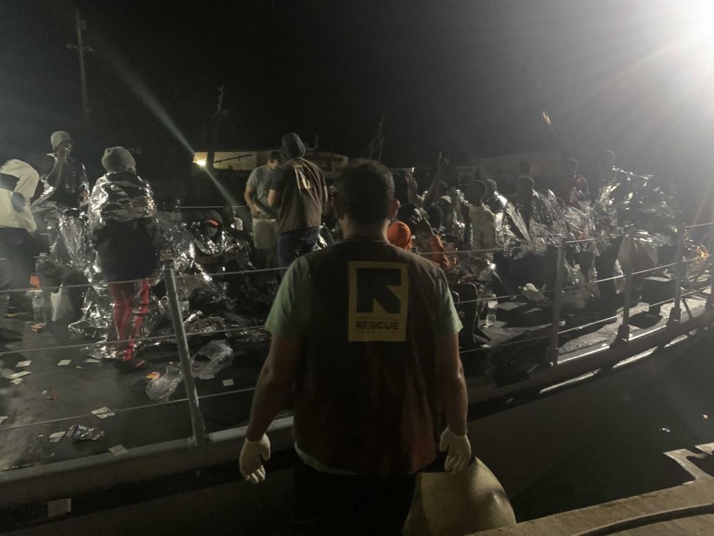 La motovedetta rientra nel porto di Tripoli