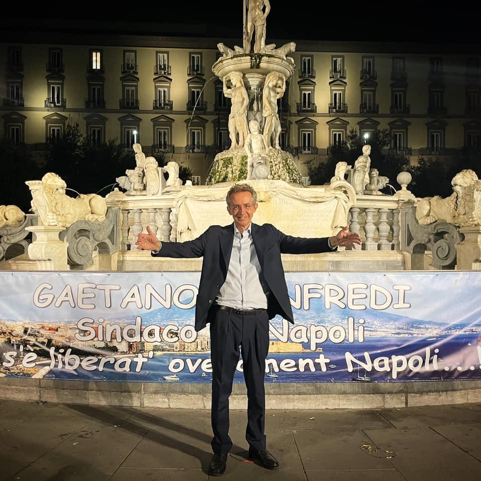 Napoli, Gaetano Manfredi a piazza Municipio