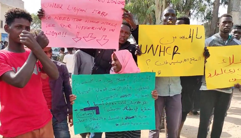 Tripoli, rifugiati protestano davanti all'Unhcr